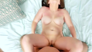Newcummer Luna Bright fucked without condome and gets sprayed with cum!